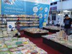 suasana-bazar-toko-buku-gramedia-di-depan-balai-soedjatmoko-solo-sabtu-2462017_20170624_191007.jpg