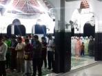 suasana-pelaksanaan-salat-tarawih-di-masjid-kalimasada-isi-solo_20160605_225428.jpg