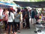 suasana-sunday-market-di-kawasan-stadion-manahan-solo-minggu-562016_20160605_183248.jpg