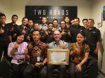 tim-engineering-hotel-alila-solo-foto-bersama-usai-menerima-penghargaan-subroto_20181002_201432.jpg