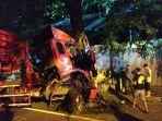 truk-bermuatan-bbm-yang-menabrak-pohon-di-jalan-ki-mangun-sarkoro.jpg