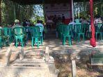 viral-tes-perangkat-desa-di-ngawi-ini-dilaksanakan-di-pemakaman-umum-desa-setempat.jpg