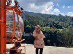 wisatawan-berada-di-dekat-gondola-di-dukuh-girpasang-desa-t.jpg