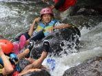 wisatawan-saat-menikmati-wahana-wisata-river-tubing-watu-kapu-klaten.jpg