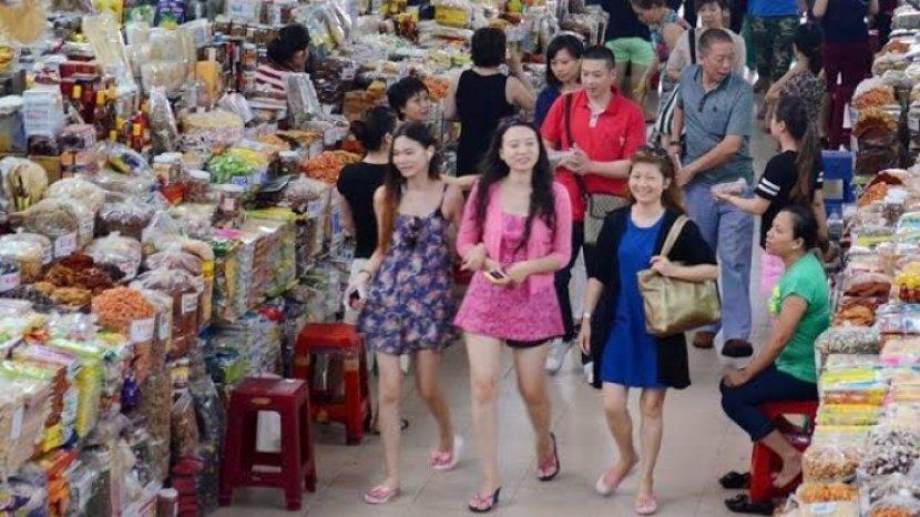 wisatawan-di-han-city-market.jpg