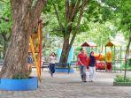 arena-bermain-anak-anak-di-kambang-iwak-park-jumat-1712020.jpg