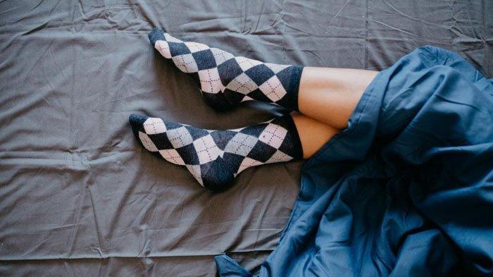 5 Manfaat Pakai Kaus Kaki Saat Tidur dari Rasa Nyaman hingga Menemukan Kenikmatan Ini