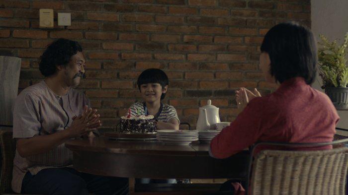 Adegan film pendek Tenang, lagu Yura Yunita.