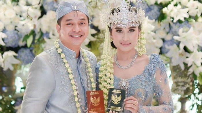 Sah Menikah, Intip 5 Potret Mesra Angbeen Rishi & Adly Fairuz Sejak Pacaran hingga Pelaminan