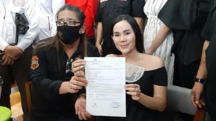 Adrena Isa Zega dalam jumpa pers di kawasan Tebet, Jakarta Selatan, Senin (9/11/2020).