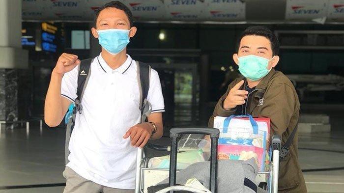 Agustiawan (baju putih) saat berada di Bandara Soekarno Hatta. Rabu 4 November 2020.