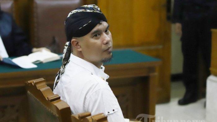 Ahmad Dhani Tampak Ceria Meski Kini Dipenjara Satu Setengah Tahun, Ini Satu-satunya Keluhannya!