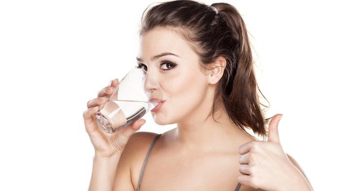 8 Manfaat Tak Terduga Minum Air Putih Pagi Hari Setelah Bangun Tidur, Termasuk Cegah Batu Ginjal