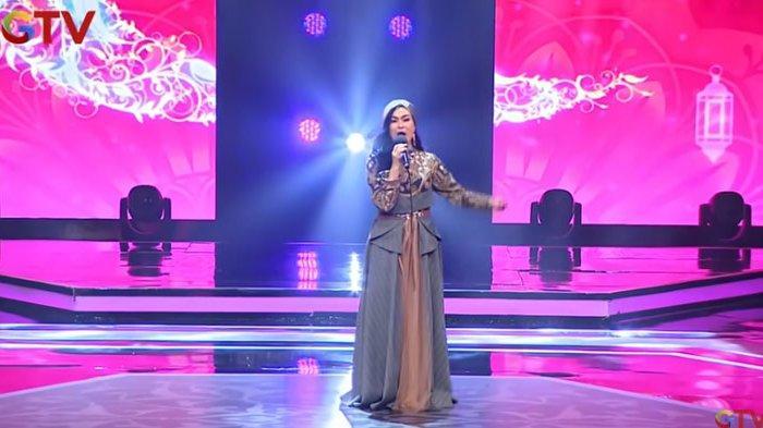 Aksi Iis Dahlia salah lirik saat menyanyikan lagu Ramadhan Tiba
