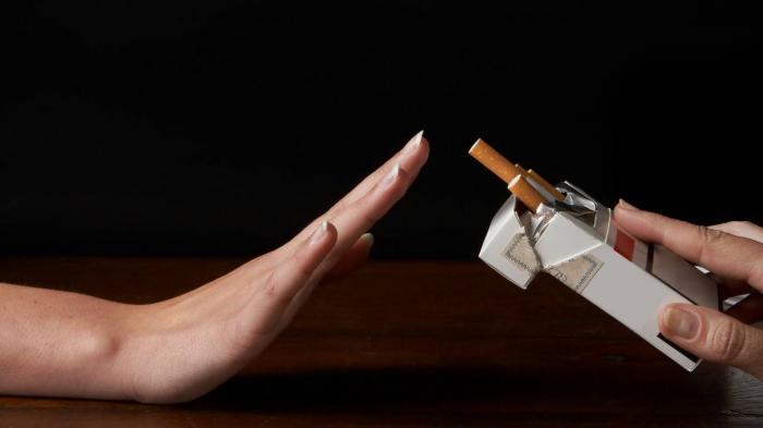 Cara Mengatasi Kecanduan Rokok Lewat Makanan, Kunyah Permen Karet atau Rutin Minum Jus Wortel