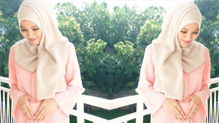 Pakai Dress Mirip, Begini Beda Gaya Fashion Hijab Alyssa Soebandono vs Sandra Dewi, Cantik Mana?