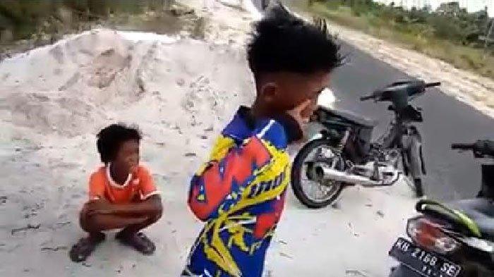 Lucu! Polisi Takut-takuti Anak Kecil yang Bawa Motor ...
