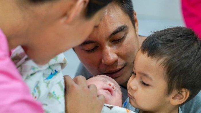 Nagita Slavina meminta Baim Wong fokus mengurus Paula Verhoeven yang baru saja melahirkan