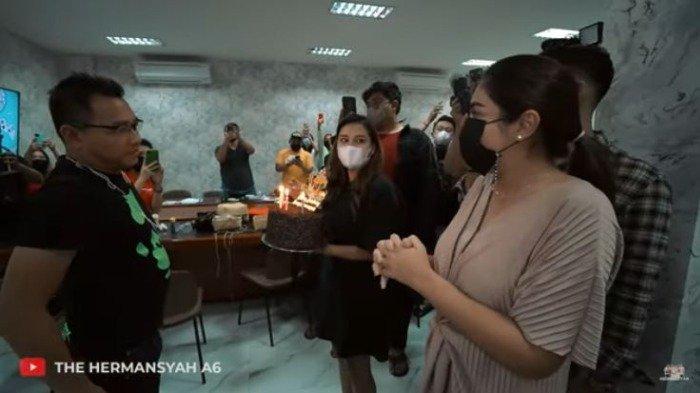 Aurel Belikan Kado Ulang Tahun Spesial Untuk Anang Hermansyah, Ashanty: Pertama Kali Tuh