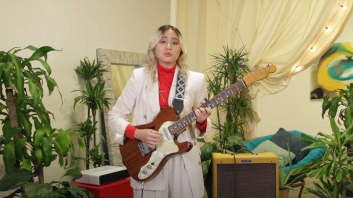 Andrea Turk Persembahkan Lagu Indonesia Raya, Cicit Buyut Keluarga WR Soepratman Cover dengan Gitar