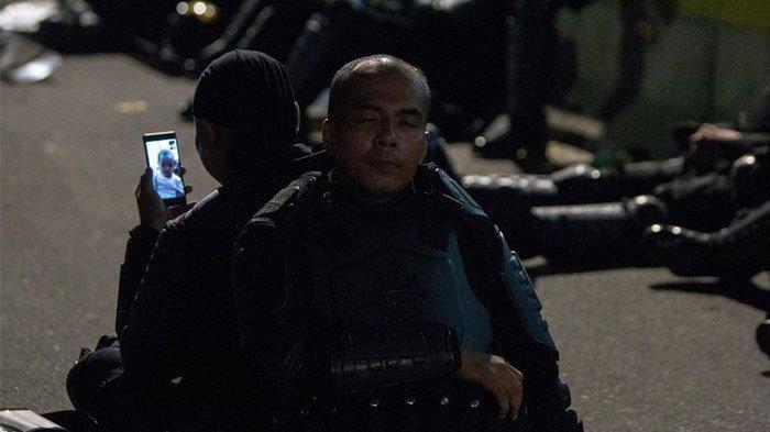 Fotonya Saat Video Call Viral di Medsos, Anggota Brimob Ini Ditawari Liburan Gratis ke Bali
