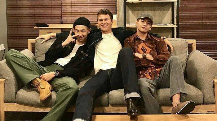 Lucunya Ansel Elgort Fanboying BTS Bareng Penggemar di Live Instagram-nya, Friendship Goals!