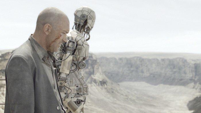 Antonio Banderas dalam adegan film Automata.