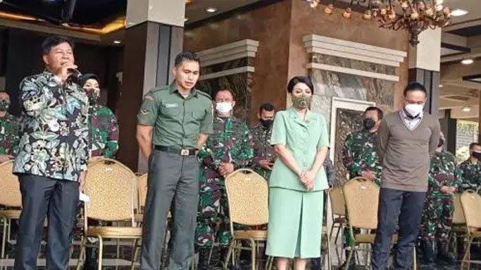 Aprilio Manganang mengikuti proses sidang dengan seragam TNI-nya.