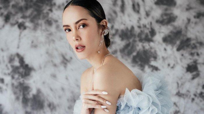 Bahas #SemuaBisaCantik di Hari Kartini, Cathy Sharon Ungkap Pakai Make Up Bukan untuk Terintimidasi
