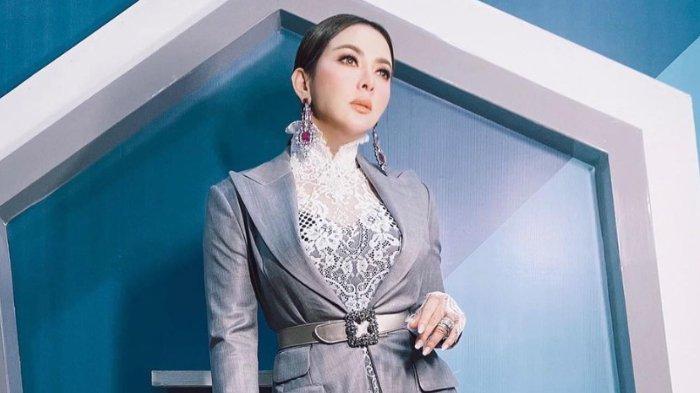 POPULER Penampakan Blazer Givenchy Syahrini Saat Sesi Foto, Simpel tapi Mewah Seharga Rp 47 Juta