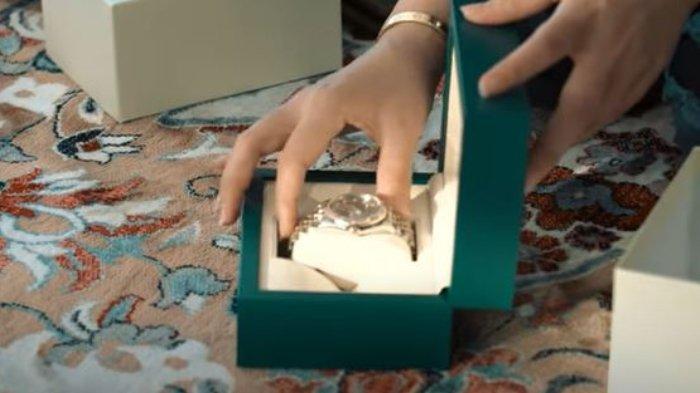 Ashanty dan Anang berikan kado jam tangan mewah untuk ulang tahun Aurel Hermansyah.