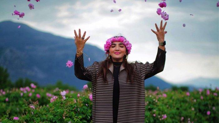Ashanty di taman bunga mawar di Turki