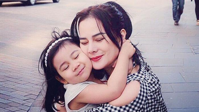 Anabel Sakit Selama 4 Hari, Astrid Tiar Puterin 4 Mall Demi Dapatkan LOL Surprise Untuk Sang Anak