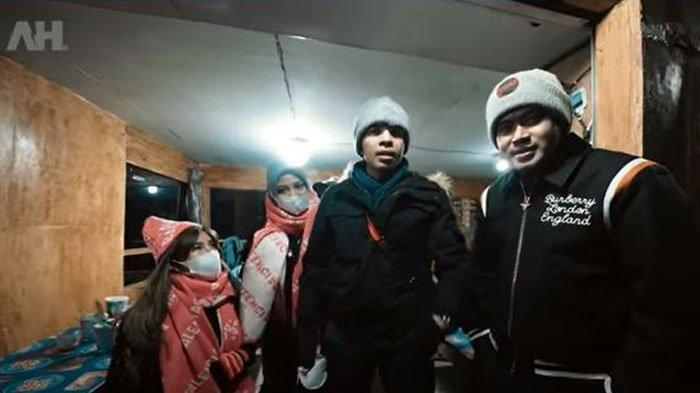 Atta dan Aurel berlibur ke Gunung Bromo