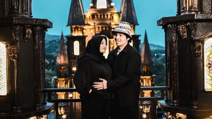 Kandungan Aurel Masuk 4 Bulan, Atta Halilintar Ajak Istri Jalan-jalan & Babymoon, Intip Romantisnya!