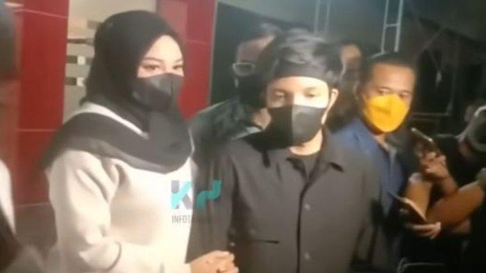 Atta Halilintar dan Aurel Hermansyah sambangi kepolisian terkait kasus dugaan pencemaran nama baik.