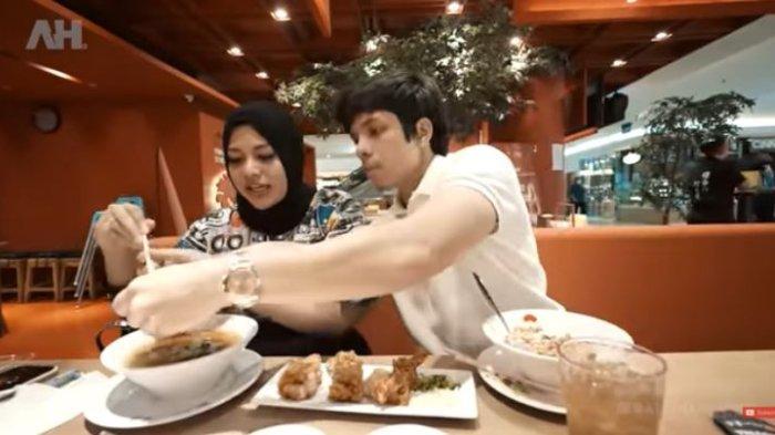 Atta Halilintar omeli Aurel Hermansyah yang makan pedas.