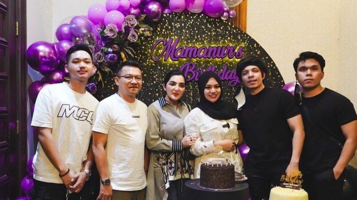 Potret ulang tahun ke-23 Aurel Hermansyah bersama suami dan keluarganya