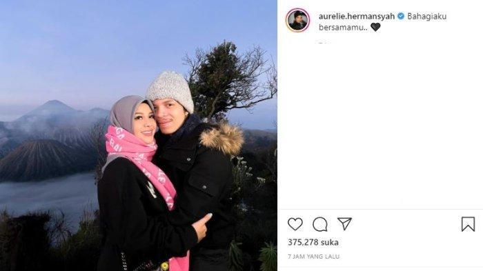 Aurel Hermansyah dan Atta Halilintar liburan di Bromo