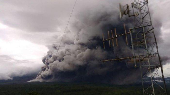 Erupsi Gunung Semeru Timbulkan Hujan Abu Vulkanik di Probolinggo, Warga: Mata Perih Kena Abu