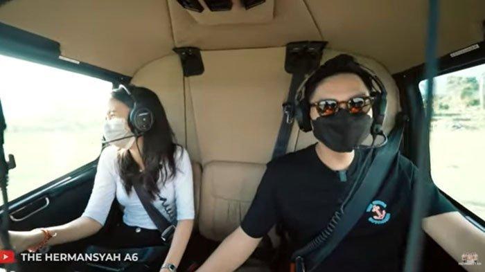 Azriel ajak Sarah Menzel naik helikopter (YouTube The Hermansyah A6)