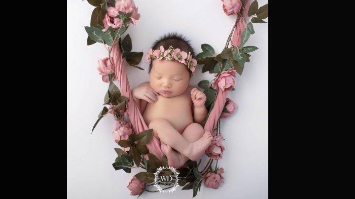 Babyborn photoshoot putri Ahok dan Puput Nastiti, Sarah Eleina Purnama.