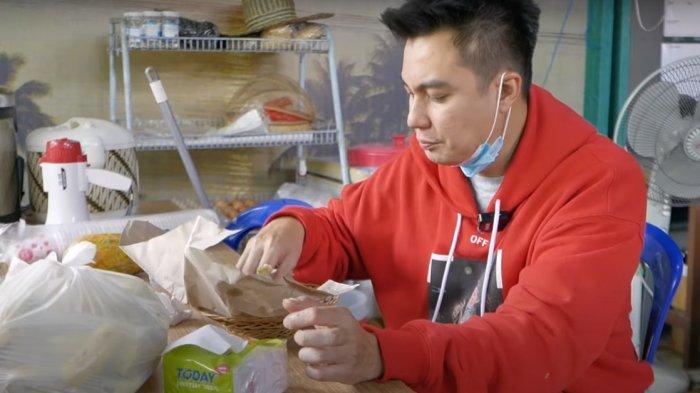 JAUH-JAUH ke Kalsel Datangi Lokasi Banjir, Baim Wong Syok Saat Cicipi Makanan untuk Pengungsi