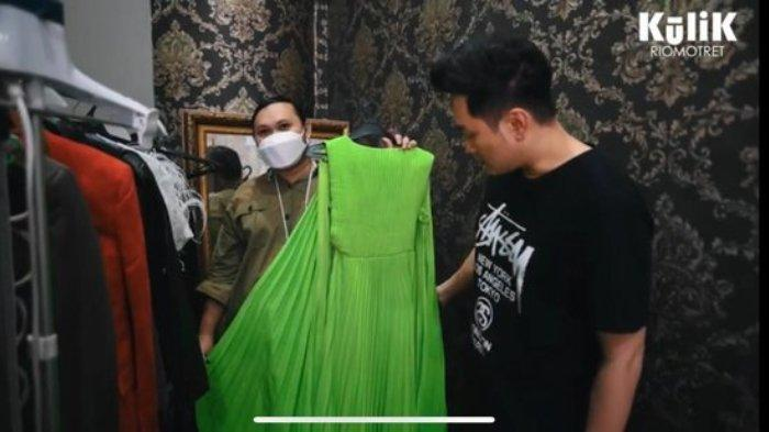 Baju Syahnaz Sadiqah untuk pemotretan