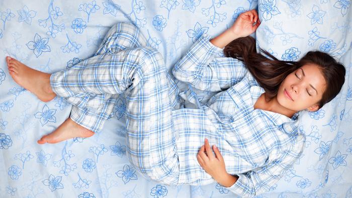 9 Manfaat Tidur di Kamar Suhu Dingin Lebih Baik Bagi Kesehatan, Bikin Kelihatan Lebih Muda!