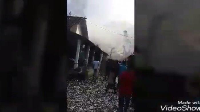 Rumah yang kejatuhan balon udara