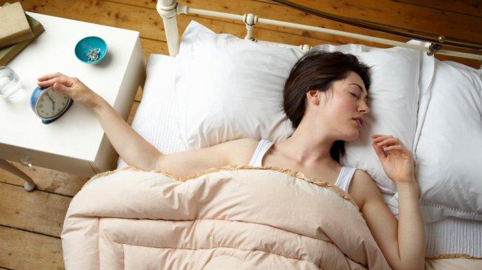 Kesalahan Saat Bangun Pagi yang Berbahaya bagi Kesehatan Tubuh, Memeriksa Ponsel Seketika