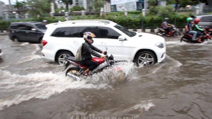 SIAGA & Waspada! Puluhan Provinsi, Kota, & Kabupaten di Indonesia Potensi Banjir hingga 20 Februari