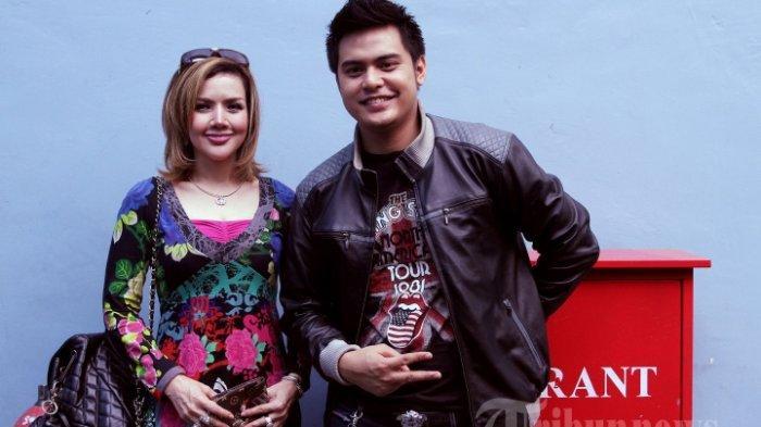 Pasangan selebritis Kumalasari dan Galih Ginanjar saat ditemui seusai menjadi bintang tamu pada acara talk show di kawasan Tendean, Jakarta Selatan, Senin (24/7/2017). Tribunnews/Jeprima