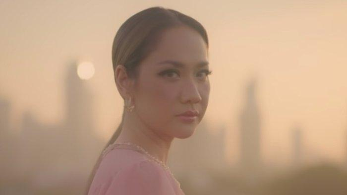 Melangkah Lagi, BCL Persembahkan Video Musik Selamanya Cinta, Luapkan Segenap Emosinya